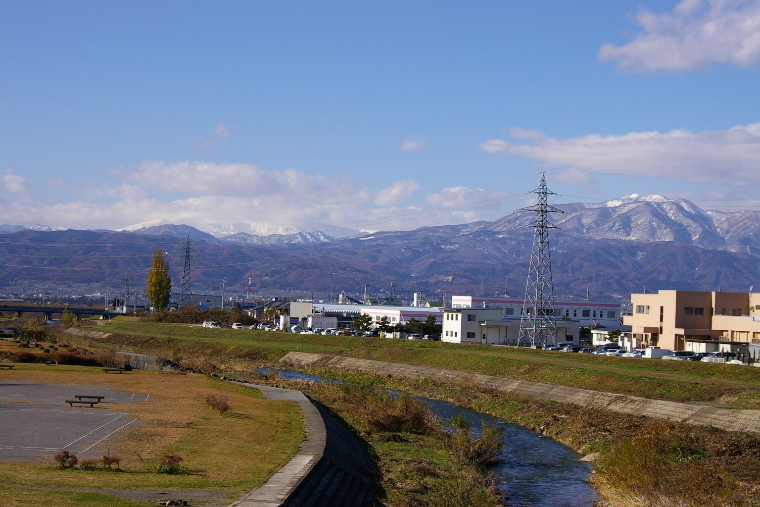 野川から名峰月山と葉山連峰展望