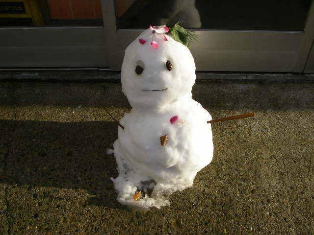 「肘折温泉の雪ダルマ」 前夜は雪灯篭祭り