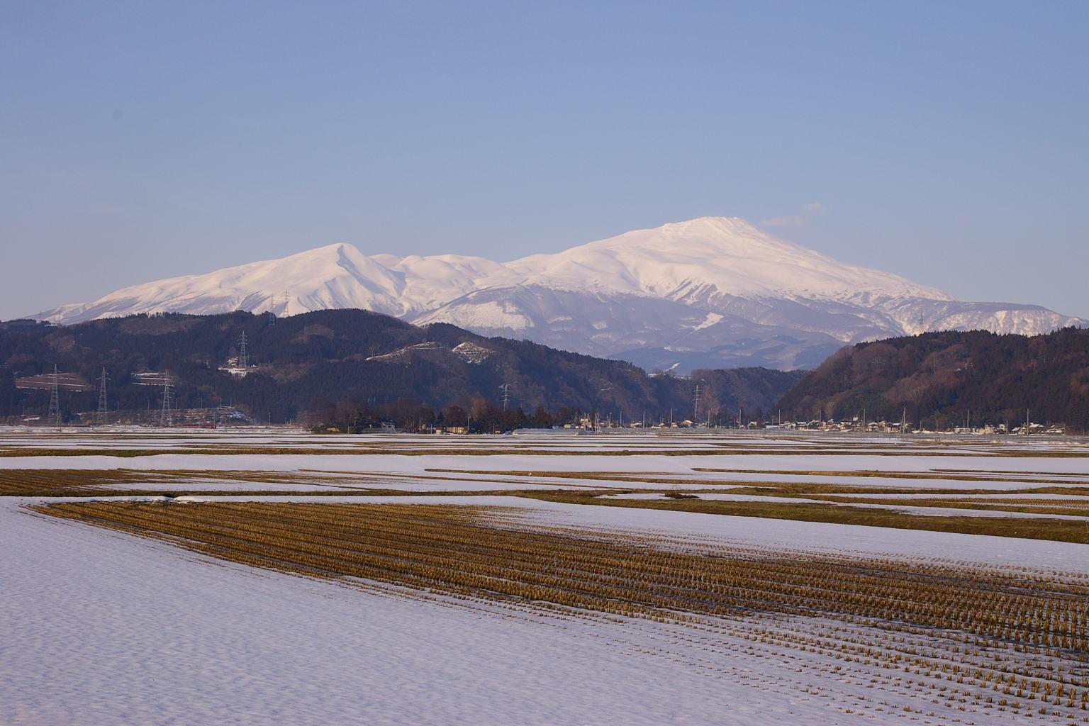八幡町からの鳥海山眺め