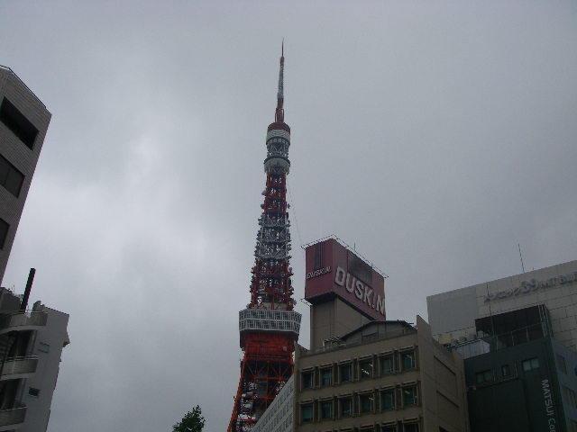 虎の門の1号線から眺める東京タワー