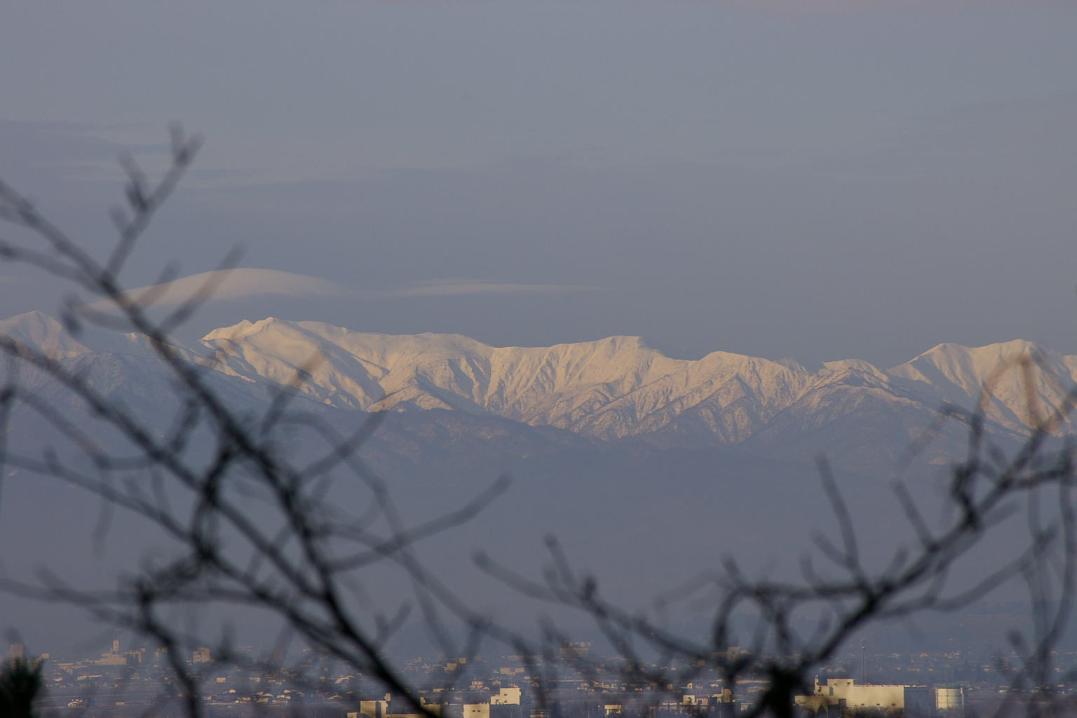 若木山から朝日連峰眺め