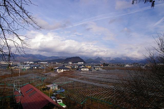赤い屋根のある風景 大森山