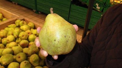 パリのスーパーで ラフランス