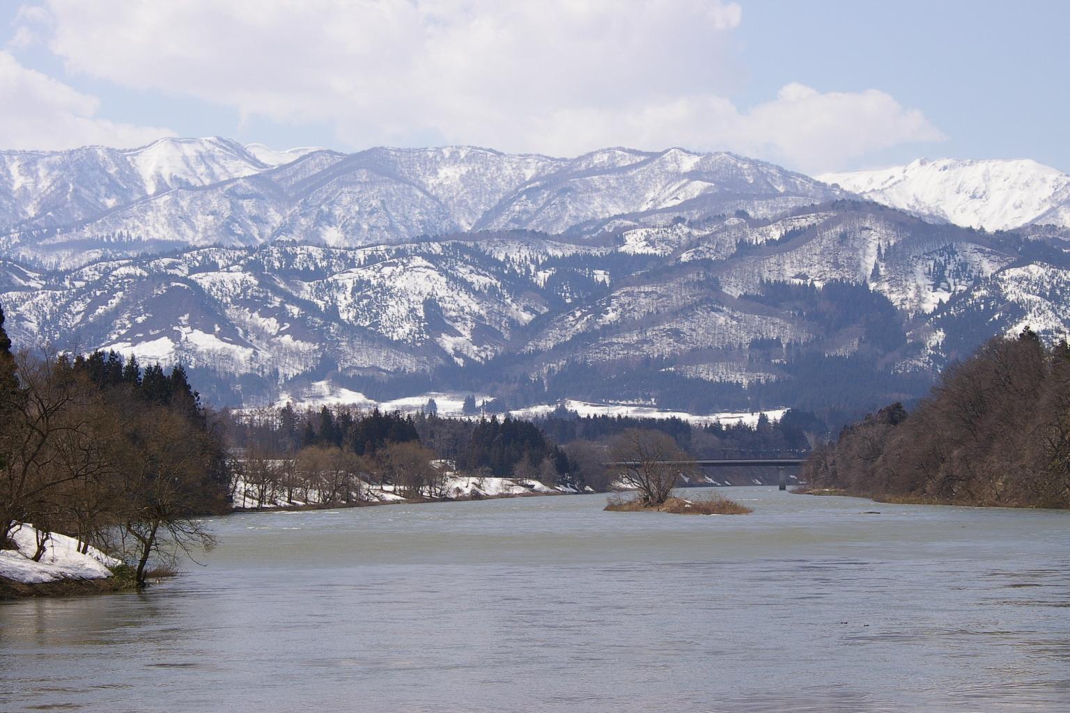 村山市の葉山の眺め、雪景色