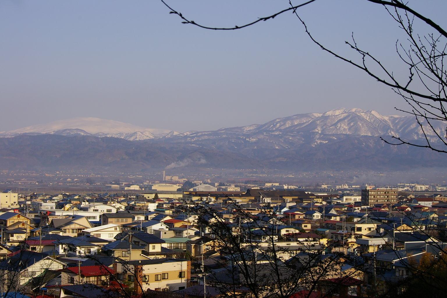 若木山から眺めた月山と葉山