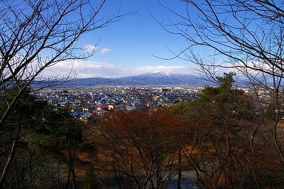 若木山から月山と葉山を眺めます