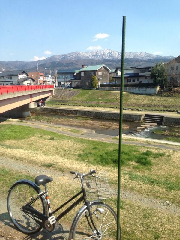 喫茶店からの蔵王眺め、白山橋の赤い欄干も綺麗です