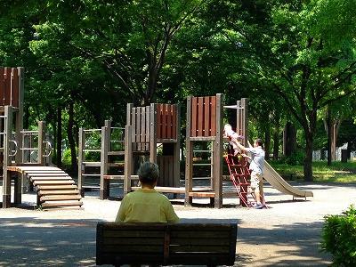 港区芝の公園、昼下がり