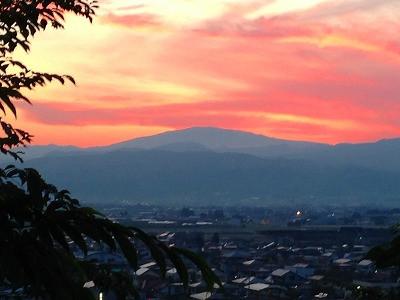 若木山から眺めた月山の夕焼け