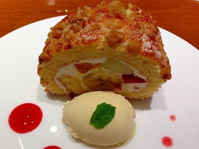 北海道生クリームやメロンなどのフルーツが美味しかったフルーツロール