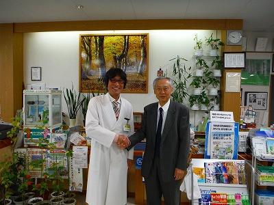 最後は、私 土屋幸太郎と猪越先生のツーショットの写真を撮影して頂いてお別れです。