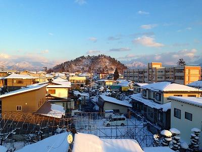 若木山と私の母校、神町小学校です。