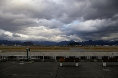 山形空港から眺める大森山と若木山