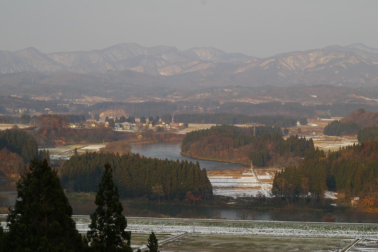 大石田町や遠くの山並み