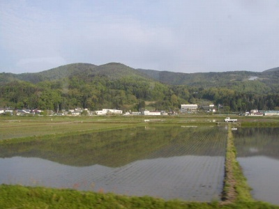 山形新幹線からの車窓の風景