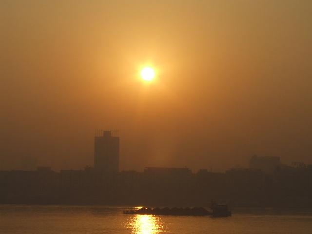 長江の朝焼け