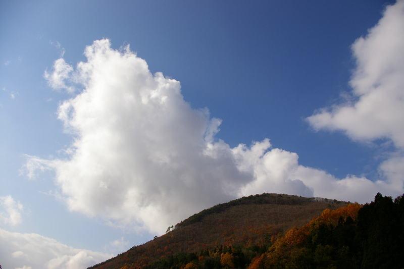 """山と雲の眺めが好きです"""""""
