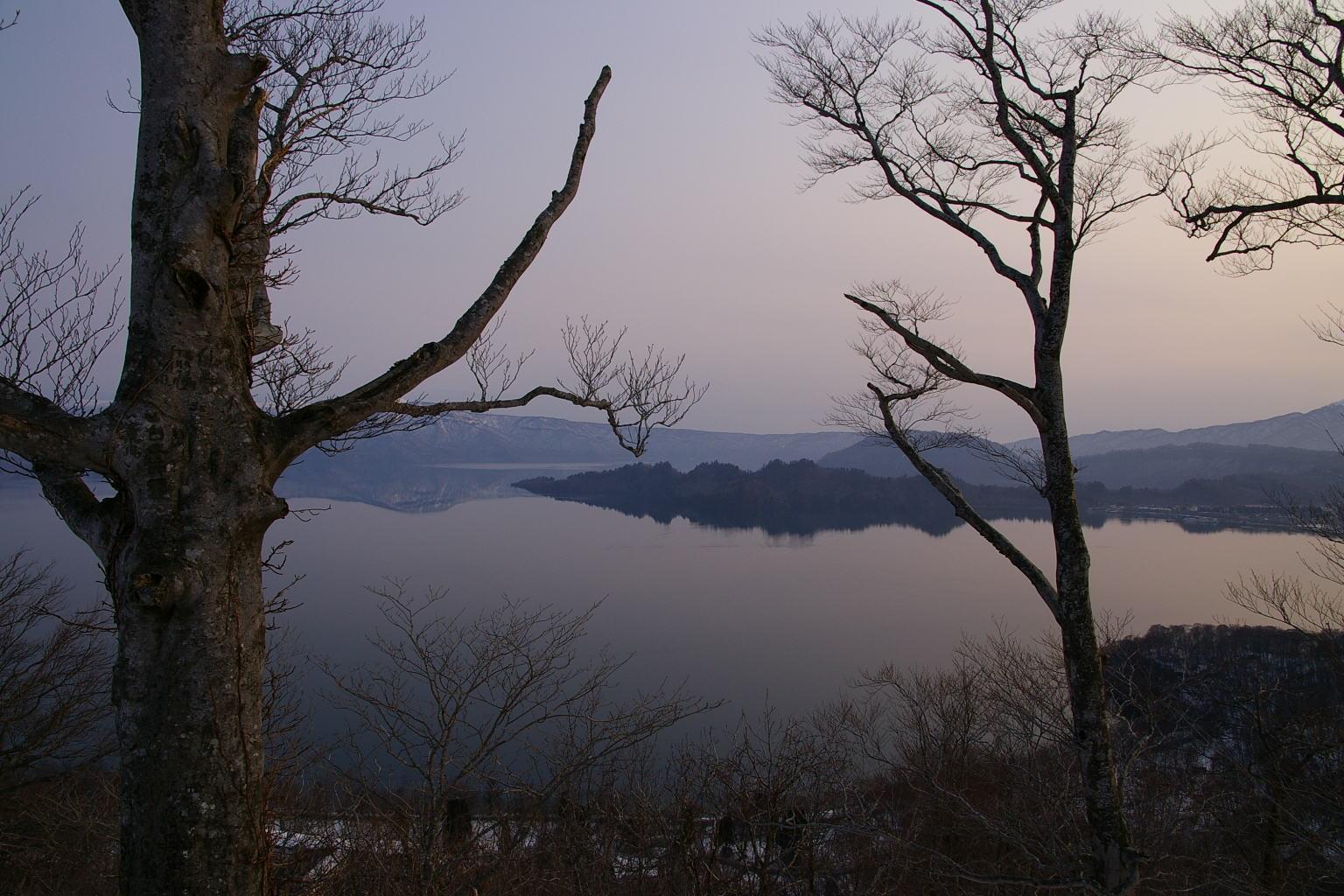 十和田湖「薄荷峠の夜明け」