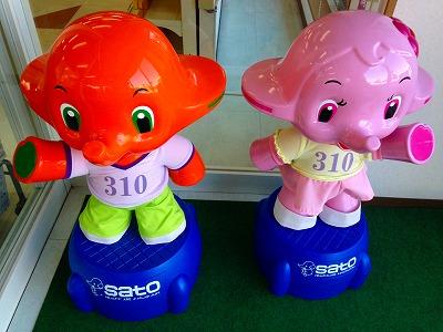 新しいサトちゃん人形とサトコちゃん人形