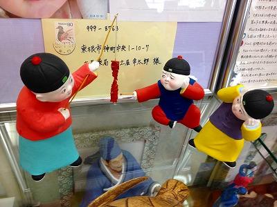 漢方相談コーナーには泥人形があります