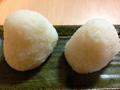 昨夜の夕飯は、青森の青天の霹靂の新米を炊いて、塩結びにしてもらいました。