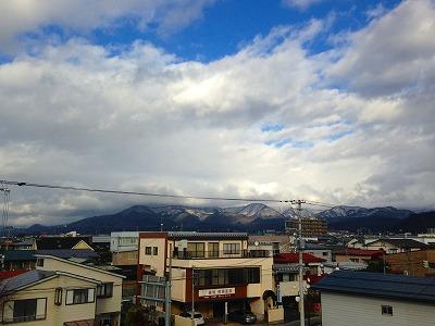 村山の甑岳は雲隠れ
