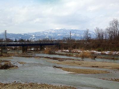 <br /> 村山の葉山を眺めます。