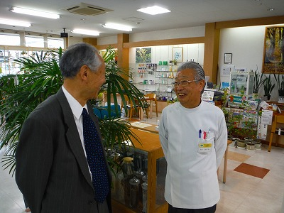 猪越恭也先生が土屋薬局に訪店