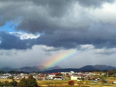 新幹線の車窓から虹