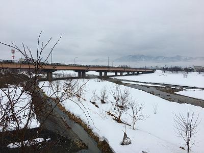 昼下がり 旧国道13号線羽州街道から乱川、国道13号眺め