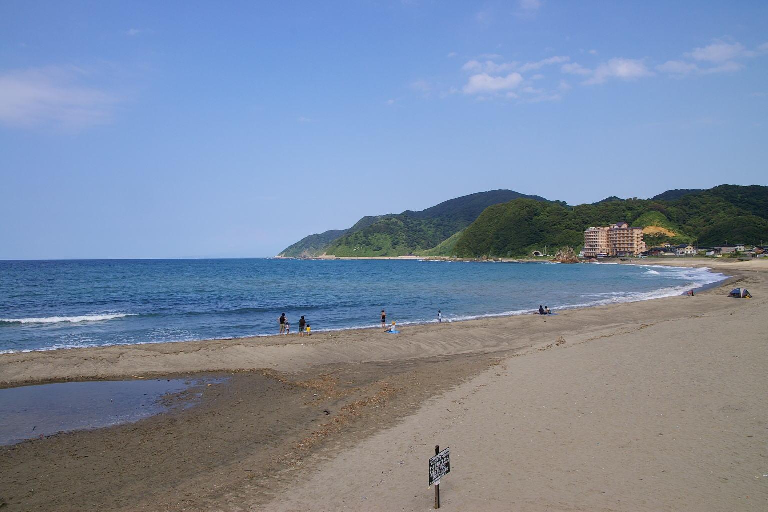 山形県鶴岡市由良海岸 白山島