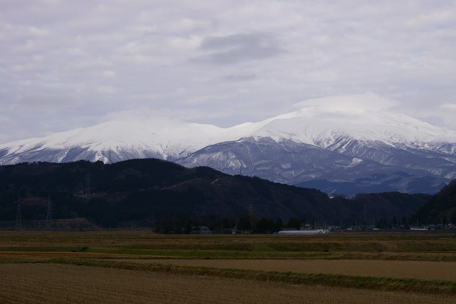 I山形県庄内八幡町からの鳥海山眺め