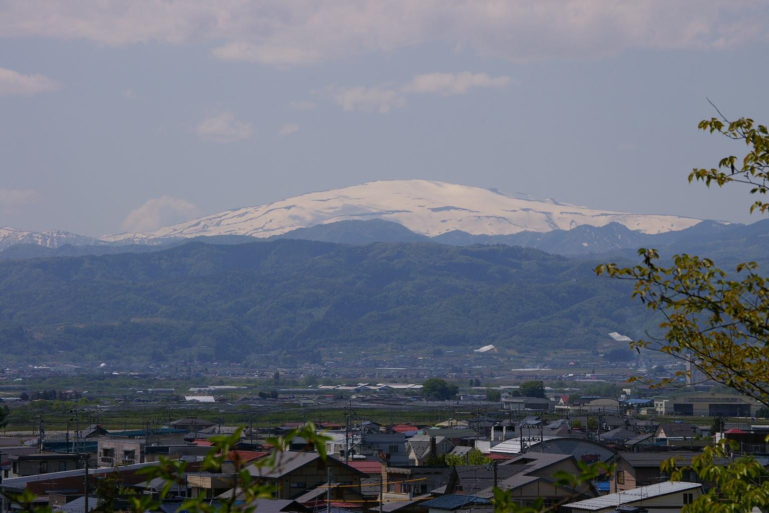 若木山から眺めた月山展望