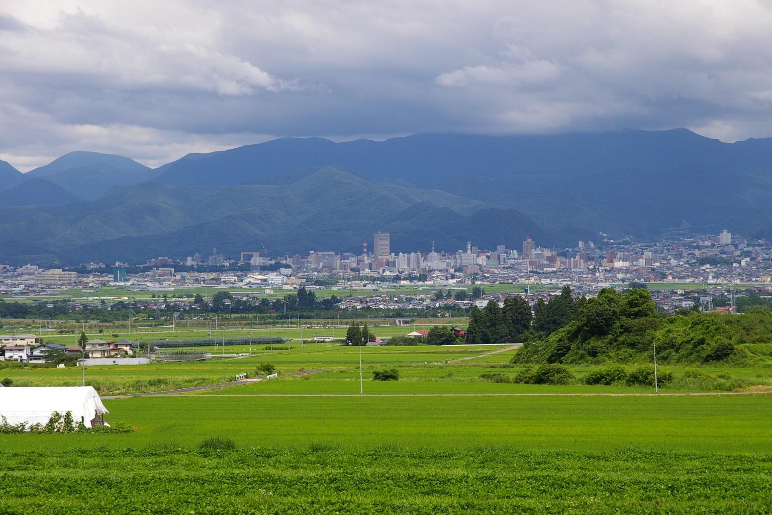 山形市村木沢から眺めた山形市中心街