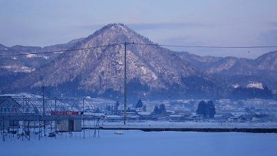 雪の富神山