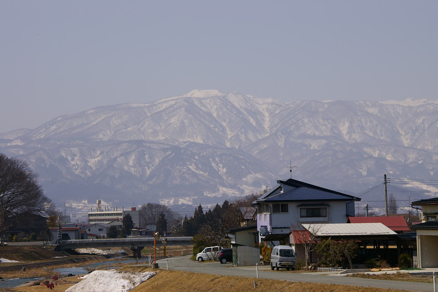 白水川から眺める葉山