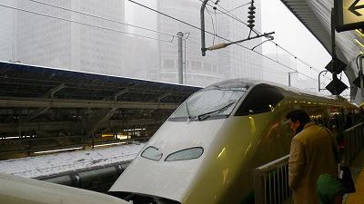 東京駅ホーム。山形新幹線つばさの連結部