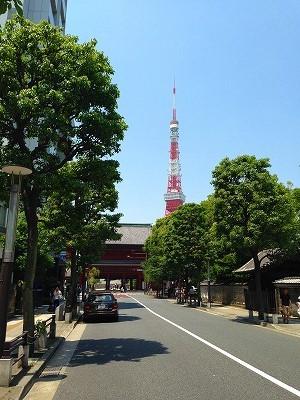 芝大門から増上寺と東京タワーです。