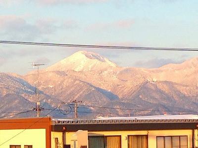 こちらは村山の母なる山、甑岳です。