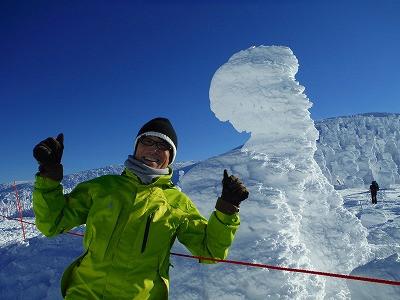 蔵王山頂も雪でお地蔵さんがすっぽり