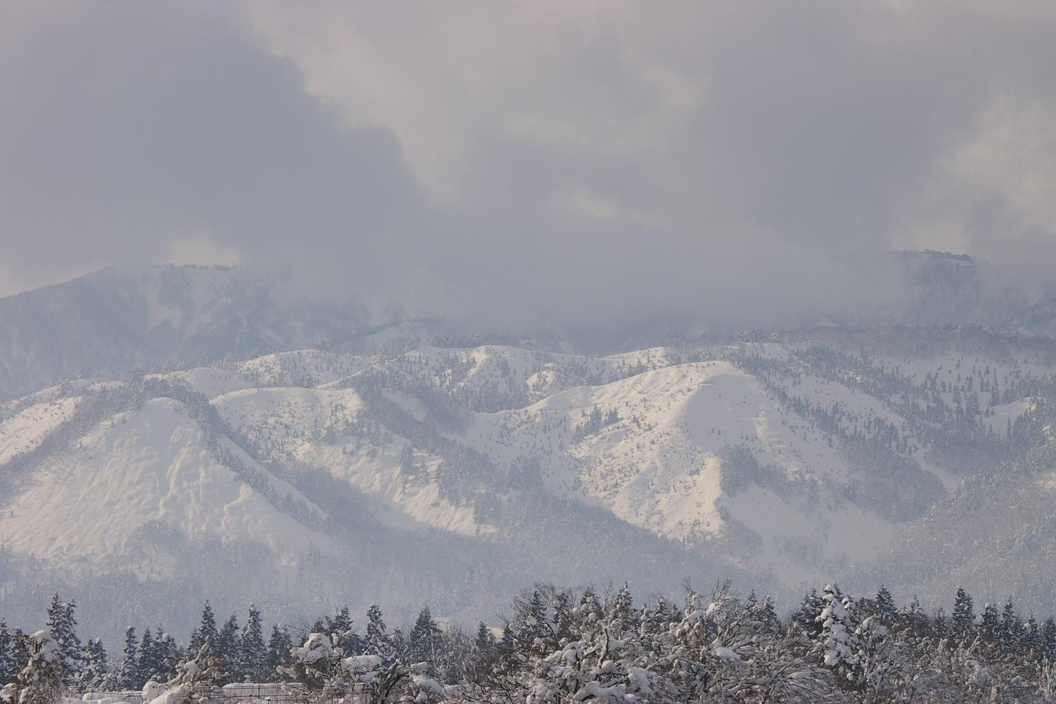 雪化粧をした葉山連邦です。