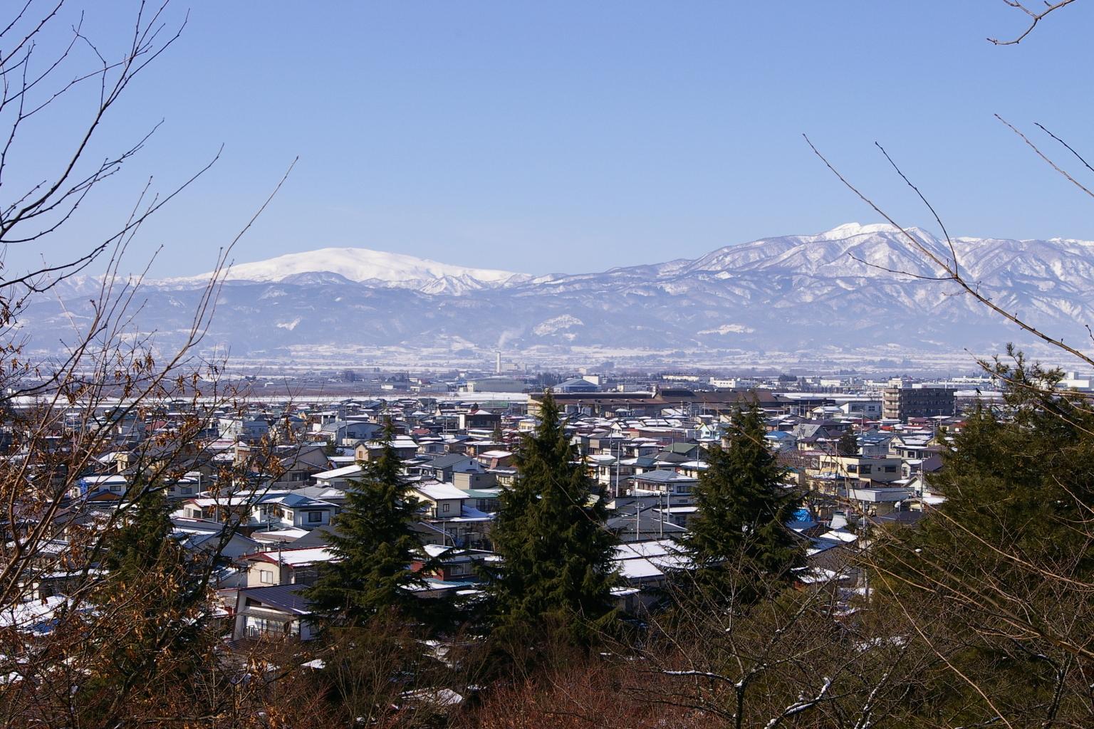 月山と葉山連邦の眺めです。