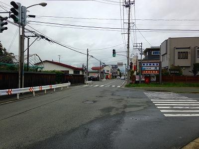 お店の前の旧国道13号線