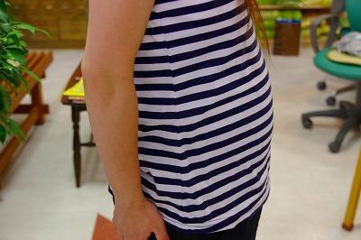 不妊症の漢方相談で子宝に恵まれて妊娠7か月のお客さまのお腹の側面です