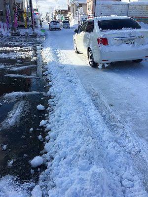 土屋薬局の雪の風景