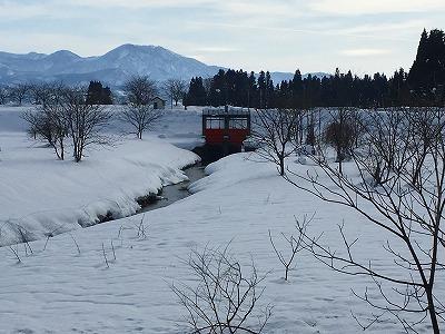 最上川河畔の冬景色