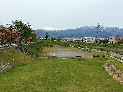 野川から月山、葉山眺め